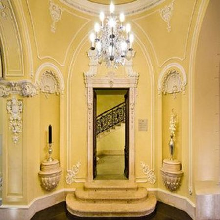 Hotel Palazzo Zichy: Main Staircase
