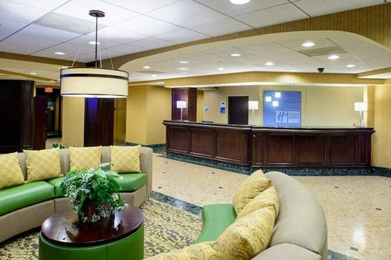 Holiday Inn Express Philadelphia NE - Bensalem: Hotel Lobby