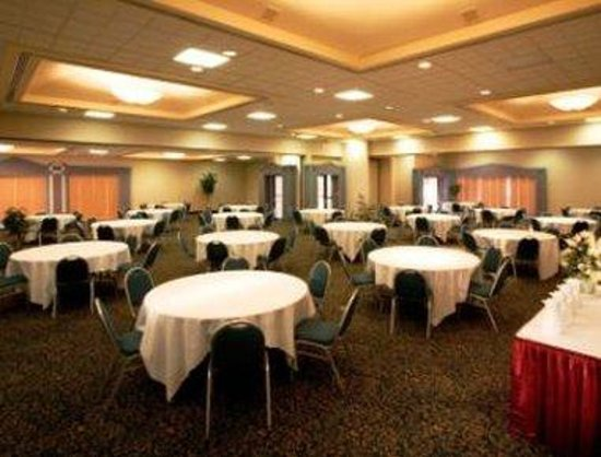 Ramada Hotel &amp; Conference Center: Banquet Room