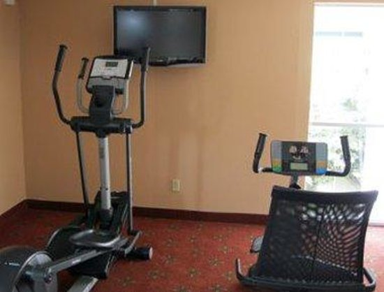 Ramada Hotel &amp; Conference Center: Fitness Center