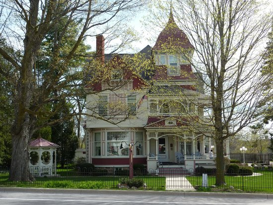 Bellaire, MI: Grand Victorian B&B