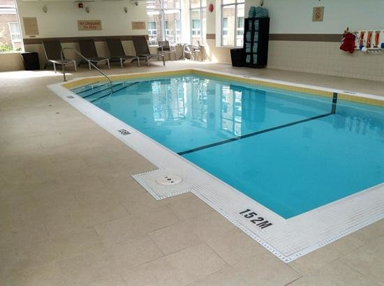 TownePlace Suites Mississauga-Airport Corporate Centre: Pool accessible from indoors and outside courtyard