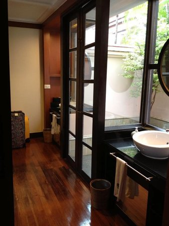 Banyan Tree Phuket: Sink Area and Door to Outdoor Bath