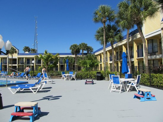 Days Inn Orlando / Airport / Florida Mall: nice large pool