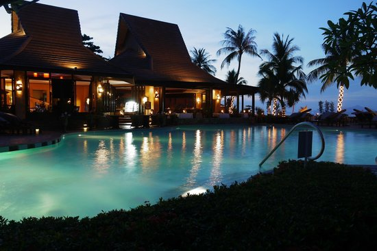 Bo Phut Resort &amp; Spa: L&#39;Ocean and pool at dusk