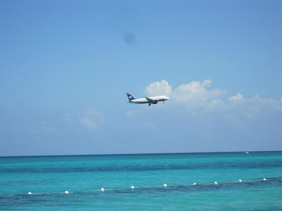 Royal Decameron Montego Beach: Plane coming in, very quiet when they flew over