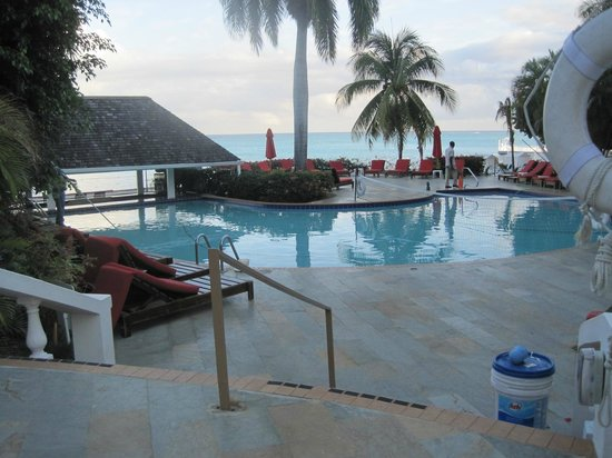 Royal Decameron Montego Beach : One of the pool areas