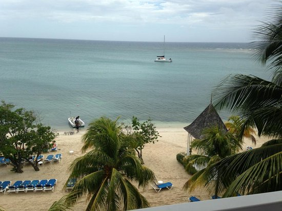 Riu Montego Bay Hotel: front view from seaview room suite