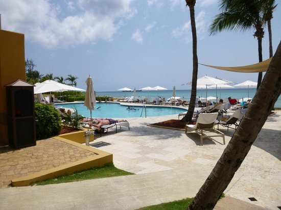 Marriott Grand Cayman Beach Resort: Teeny Tiny Pool