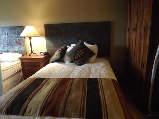 Far View Lodge: One of the comfortable beds in our room