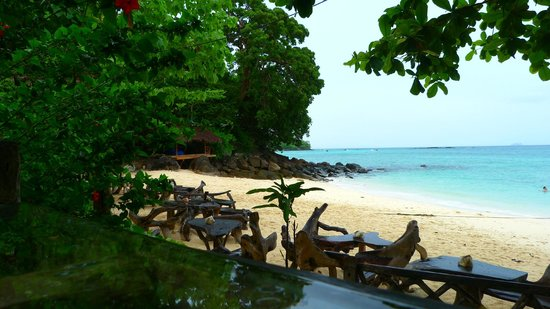 Viking Natures Resort: Private beach with dining areas