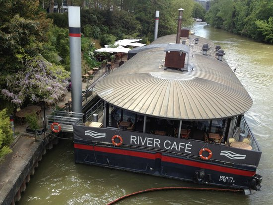 Issy-les-Moulineaux, Frankreich: La Barge River Caf au bord de Seine, quai Stalingrad Issy les Moulineaux