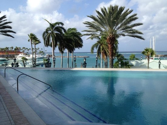 Renaissance Aruba Resort &amp; Casino: Infinity pool