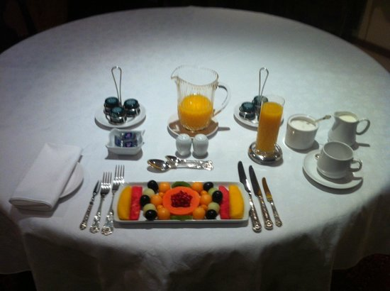 , : Breakfast Fruitplatter inside