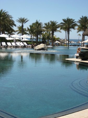 Cabo Azul Resort: Dreamy infinity pool