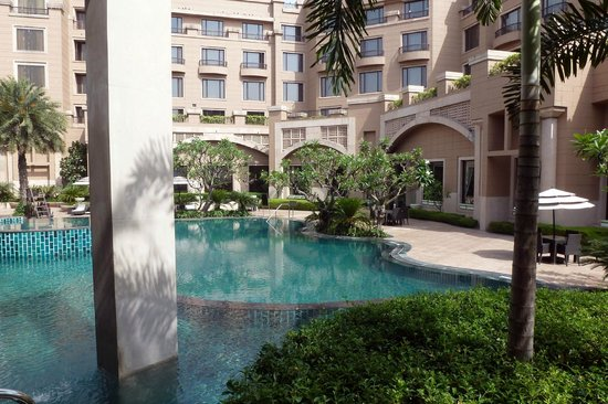Radisson Blu Plaza Delhi: Quiet garden...sadly no time for a dip!