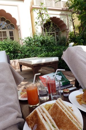 Vivanta by Taj - Hari Mahal, Jodhpur: Tasty lunch at poolside