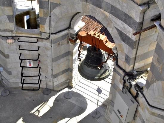 Province of Pisa, Italien: The leaning tower bell.