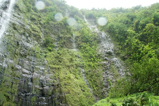 Kula, Hawa : 400ft falls 
