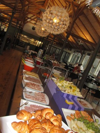 DGI-byens Hotel: buffet que l'on croyait  normal le 1er jour (8h)