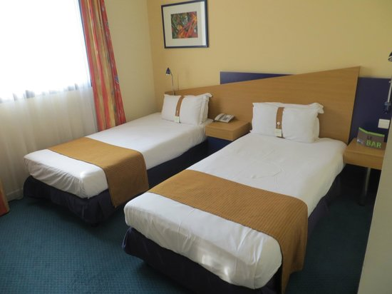 Holiday Inn Express Arras : Twin Bedrom