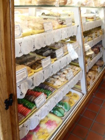 New Glarus, WI: Wonderful treats, you can find them at www.newglarusbakery.com