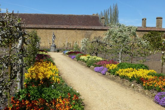Ilminster, UK: kitchen garden