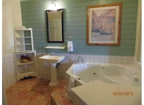 Disney&#39;s Old Key West Resort: Master Bath