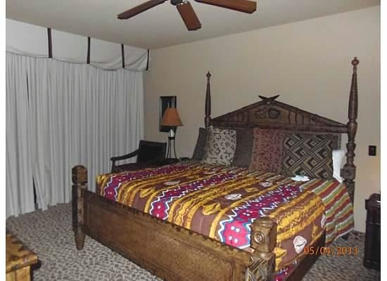 Disney&#39;s Animal Kingdom Lodge: Master Bedroom