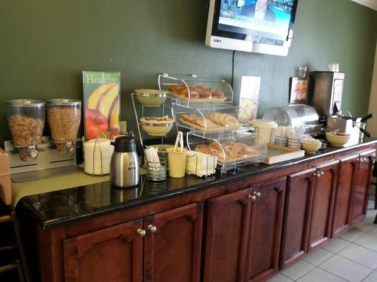 Tulare, Californien: Free Hot Breakfast Buffet