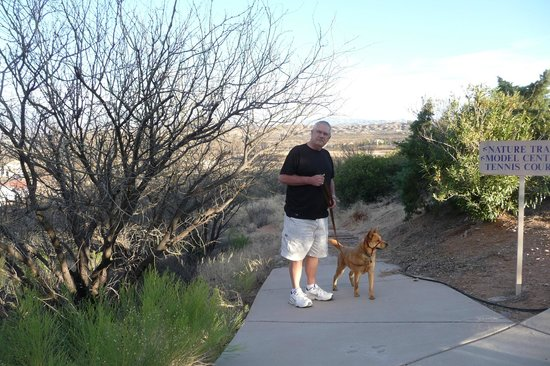 Rio Rico, AZ: Walking the dog, resort style
