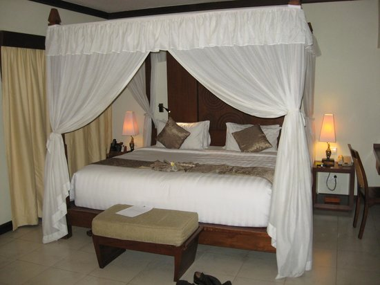 Kuta Seaview Boutique Resort &amp; Spa : Canopy bed, very nice 