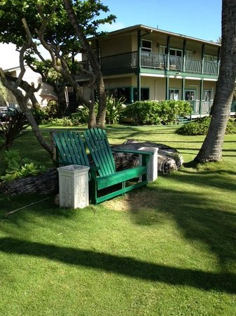 Hotel Coral Reef: Adirondack chairs to relax on property