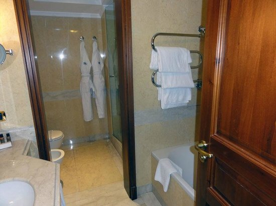 Excelsior Hilton Palermo : Bathroom, room 330
