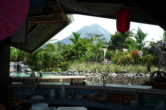 Arenal Springs Resort and Spa : view of volcano from sushi bar 