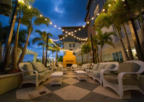 Ruskin, FL: The pool lounge on the harbor side