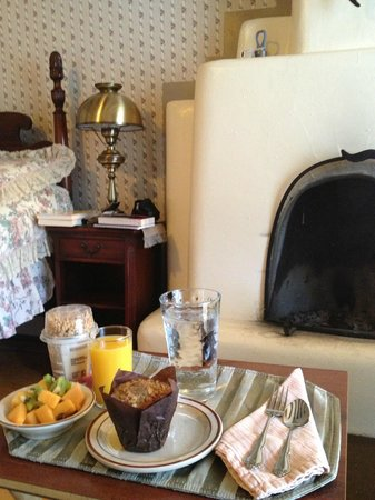 Chimayo, NM: Included breakfast brought on trays to our room every morning