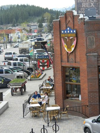 Truckee, Kalifornia: View of the restaurant from the hotel across the street. Outdoor seating! Yay!