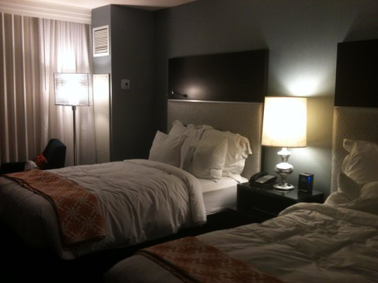 Renaissance Arlington Capital View Hotel: two bed room