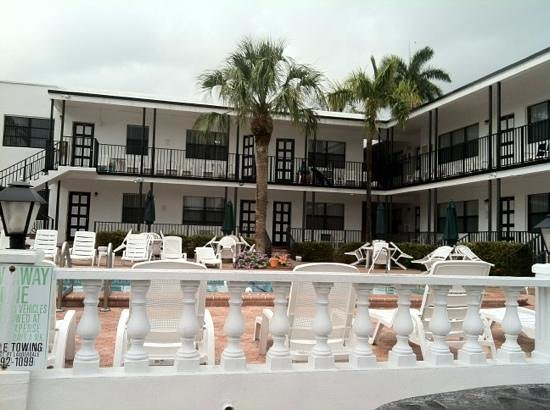 Napoli Belmar Resort: rainy day fll
