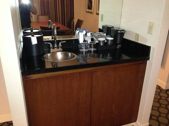 Hyatt Regency Orange County: Wet Bar