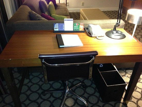 Hyatt Regency Orange County: Desk