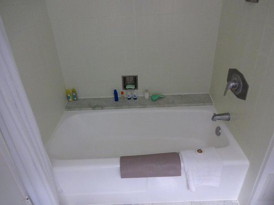 Turtle Bay Resort: Shower/Tub