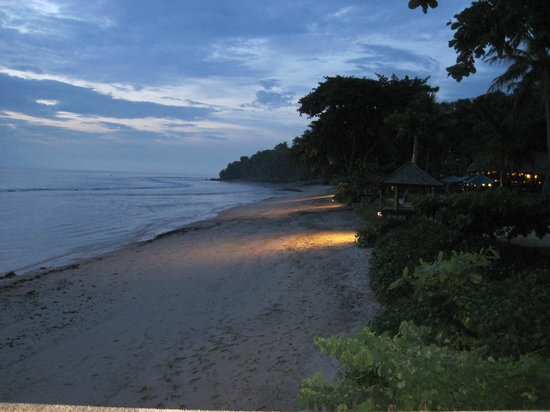 Jeeva Klui Resort: Beach at dusk