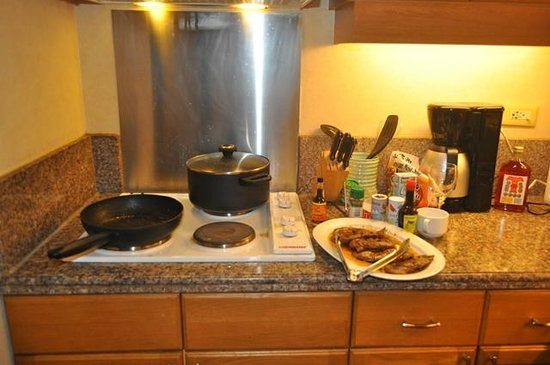 Pasig, Philippines: Unlike most luxury hotels, you may cook foods in the comfort of you room.