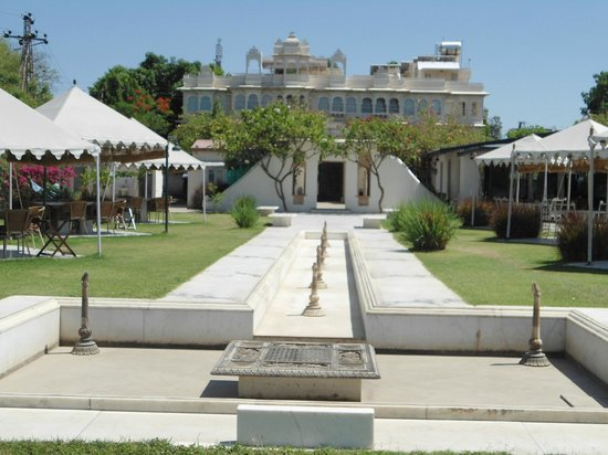 Ram Pratap Palace: Hotel &amp; restaurant area adjoining the lake