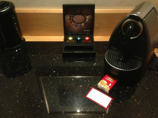 Swissotel Sydney: Free pack of sultanas - Executive club room