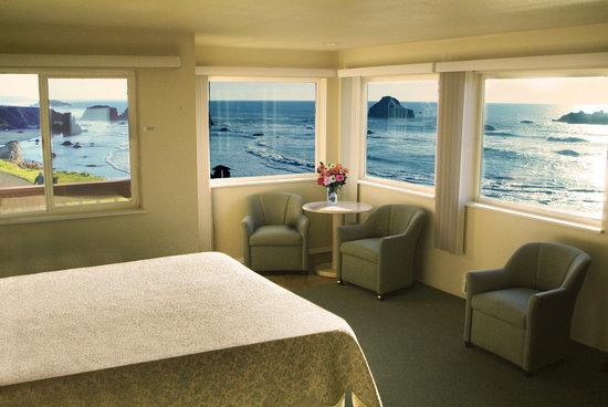 Bandon Beach Motel: Our beautiful corner room view!
