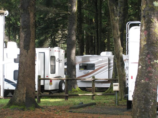 Otter Rock, OR: Crowded RV spaces -  Beverly Beach SP