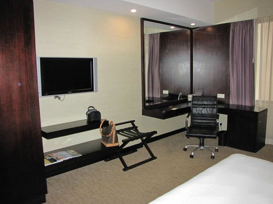 Royal Plaza on Scotts: Room
